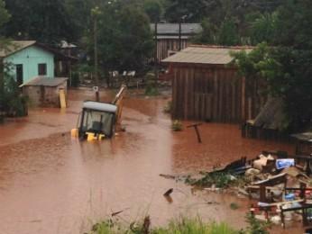 Casas ficaram alagadas em várias regiões de Quedas do Iguaçu (Foto: Zaqueu dos Santos Luz  / Arquivo pessoal)