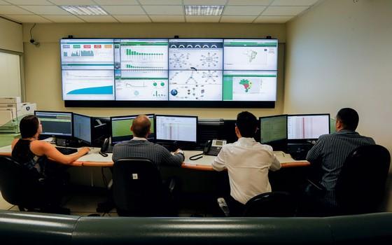 Servidores do TSE monitoram informações em busca de fraudes eleitorais (Foto: Sérgio Lima/ÉPOCA)