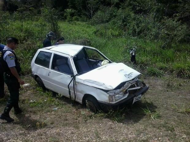 Veículo conduzido por menor teria capotado após pneu estourar, em RO (Foto: Rondonia em pauta/Divulgação)