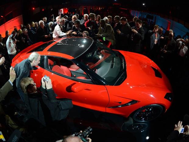 Jornalistas se aglomeram para conferir todos os detalhes do novo modelo durante anúncio em Detroit, nos EUA (Foto: AFP)