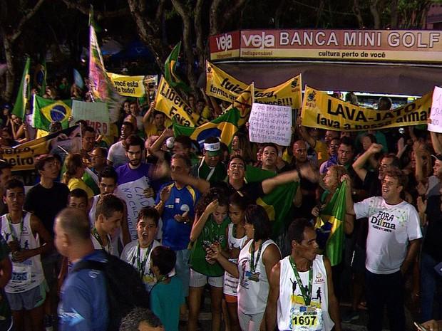 Maioria dos manifestantes protestavam contra Lula e Dilma (Foto: Reprodução/TV Sergipe)