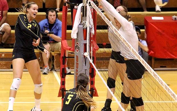 Alaina Bergsma vôlei (Foto: Geoff Thurner/Oregon Athletics)
