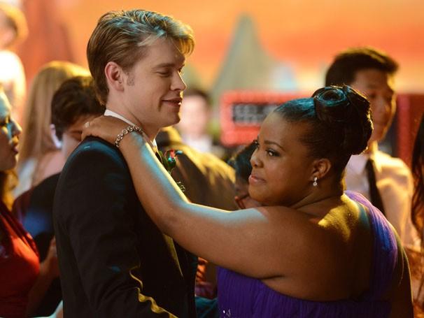 Em Glee, Sam convida Mercedes para ir ao baile (Foto: Divulgação / Twentieth Century Fox)