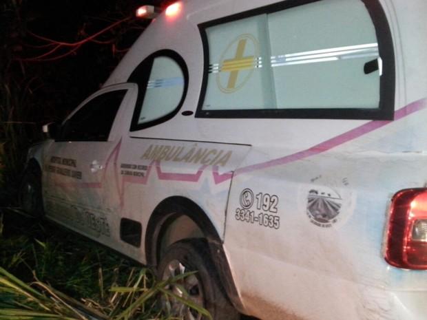 Motorista de ambulância tentou frear, mas não conseguiu evitar batida (Foto: Balanço Notícias/ Reprodução)