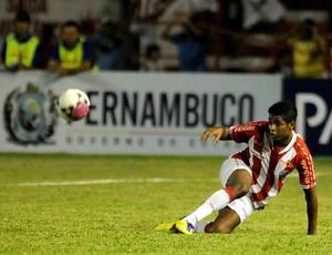 Rodrigo Tiuí, atacante do Náutico (Foto: Aldo Carneiro)