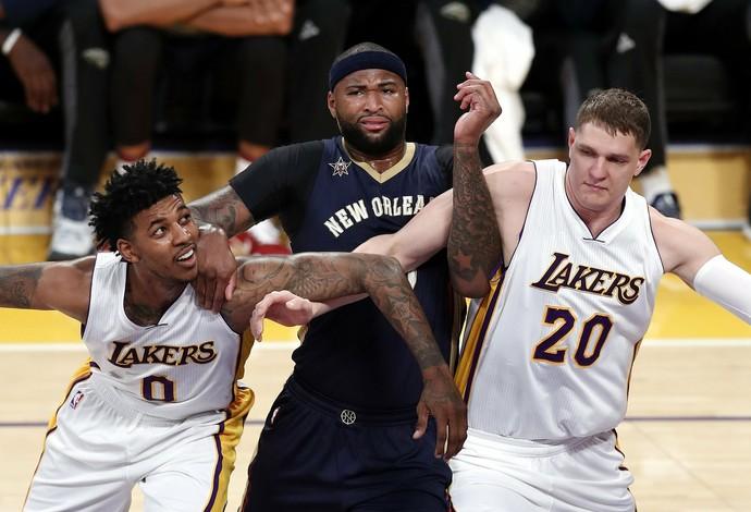 DeMarcus Cousins na partida contra o Los Angeles Lakers, quando ocorreu um dos casos (Foto: EFE)