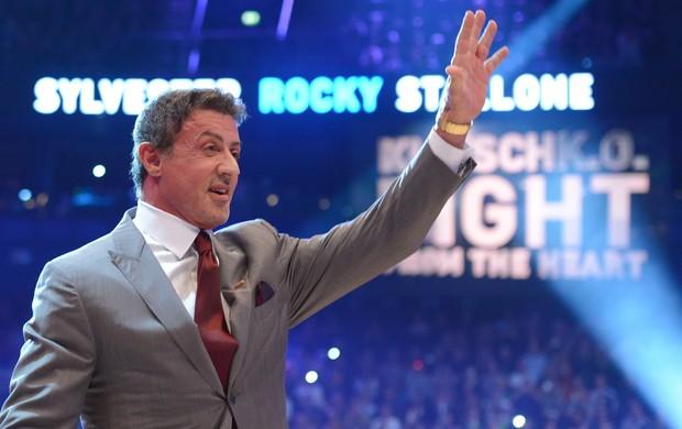Intérprete do boxeador Rocky Balboa, Sylvester Stallone discursou antes da luta (Foto: EFE)