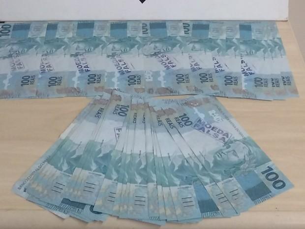 Lote de cem mil reais em cédulas falsas foi apreendido pela Polícia Federal em São Luís (Foto: Divulgação/Polícia Federal)