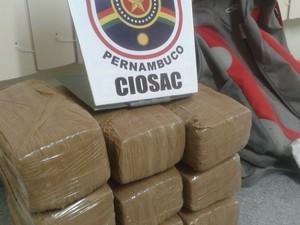 Droga apreendida com mulher em Petrolina (Foto: Divulgação / Polícia Militar de Petrolina)