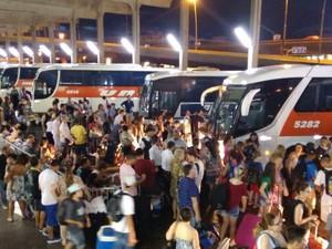 Movimento intenso na rodoviária de Porto Alegre nesta quarta (Foto: Dayanne Rodrigues/RBS TV)