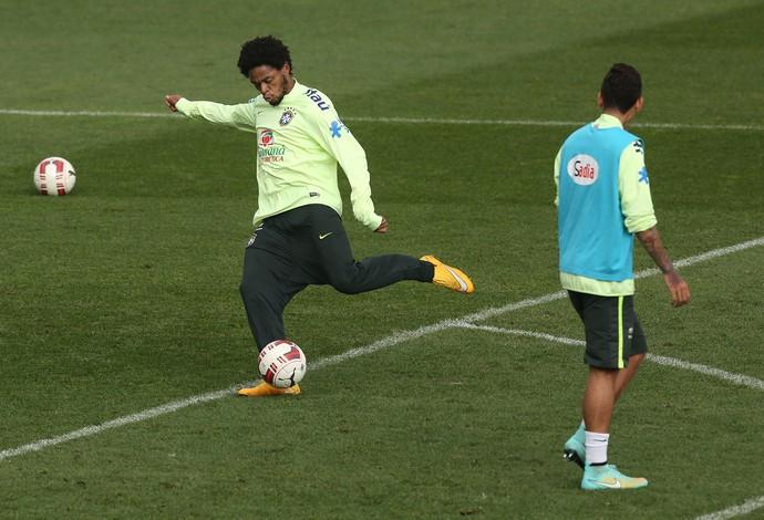 Luiz Adriano treino Seleção (Foto: Bruno Domingos / Mowa Press)