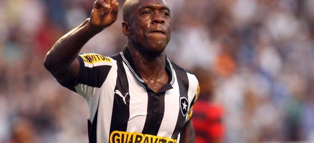 seedorf Botafogo x Atlético-GO (Foto: Marcelo Santos/AGIF)