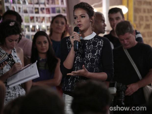 Bruna comoveu a todos ao chorar durante a coletiva de 'Em Família' (Foto: Felipe Monteiro/TV Globo)