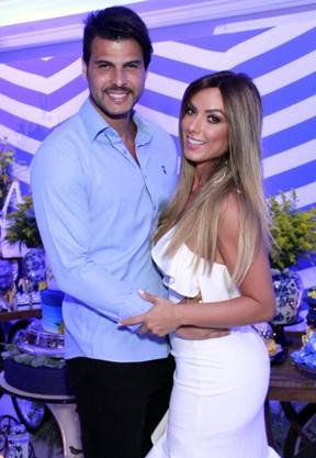Nicole Bahls com Marcelo Bimbi na festa de Adriana Bombom (Foto: Marcos Ferreira / Brazil News)