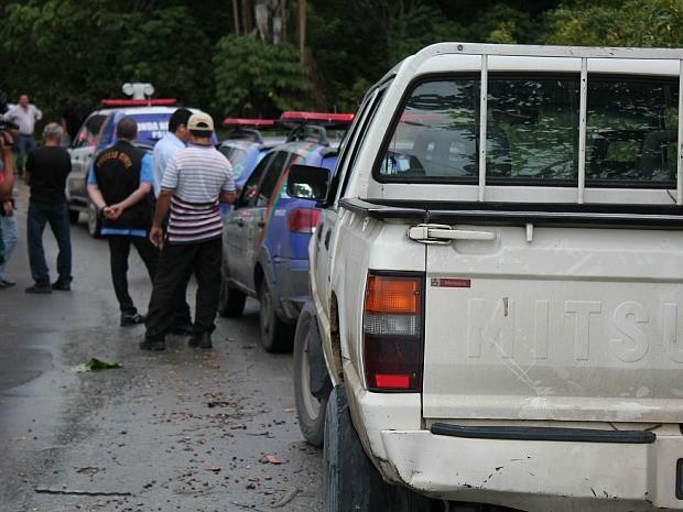 Perícia da Polícia Civil foram até o local analisar a cena do crime (Foto: Girlene Medeiros/G1 AM)