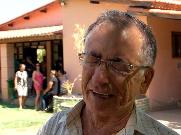 Tio avô da criança se emociona ao falar da morte da criança (Foto: Reprodução/TV Bahia)