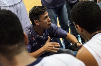 Helinho técnico Franca (Foto: Igor do Vale)