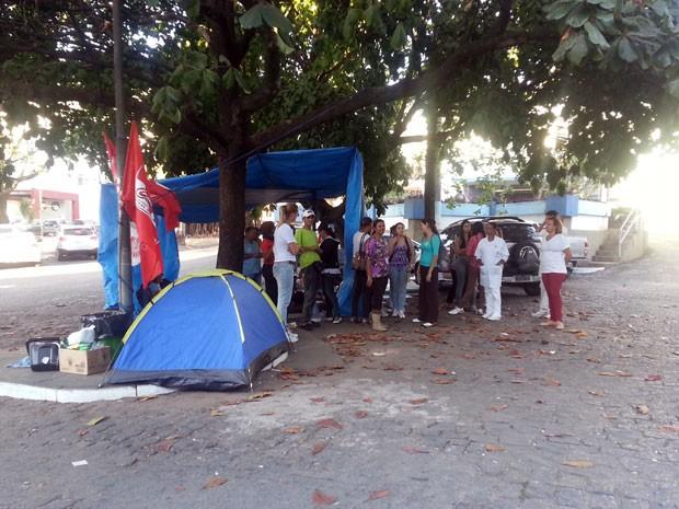 Funcionários do HSJD pem Divinópolis, MG e estão acampados no hospital (Foto: Marina Alves/G1)