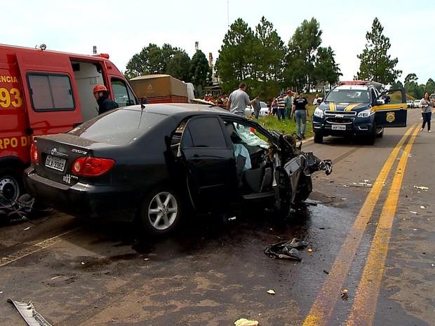 Acidente na BR-285, em Caseiros, RS, deixa quatro pessoas mortas (Foto: Francieli Alonso/RBS TV)