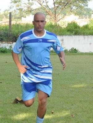 Leandro Montebeler, meia do Ji-Paraná (Foto: Hudson Calandrelli/Divulgação)