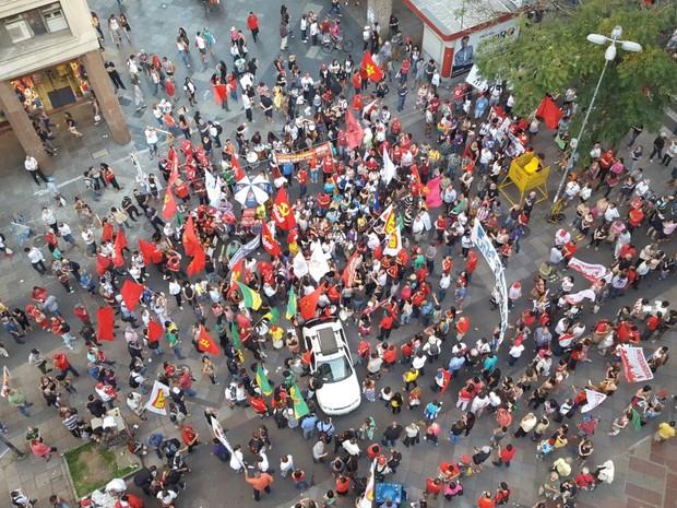 Caminhada terminou na Esquina Democrática, no Centro de Porto Alegre (Foto: Joyce Heurich/G1)