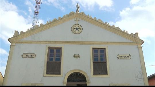 Primeira casa de espetáculos da PB, teatro de Areia está abandonado