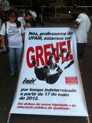 Movimento de professores da Universidade Federal do Amazonas (Foto: G1)