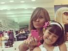 Andréia Sorvetão muda o visual e mostra novo look com a filha