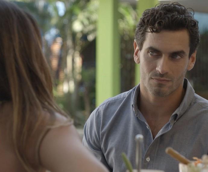 Dr. Germano vai visitar Nat e acaba encontrando Roberta (Foto: TV Globo)