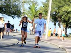 Klebber Toledo e Andressa Suita andam de skate em ensaio fotográfico