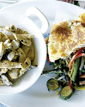 Frango com creme de cogumelos e batata rösti (Foto: Gallo Images Pty Ltd./StockFood)