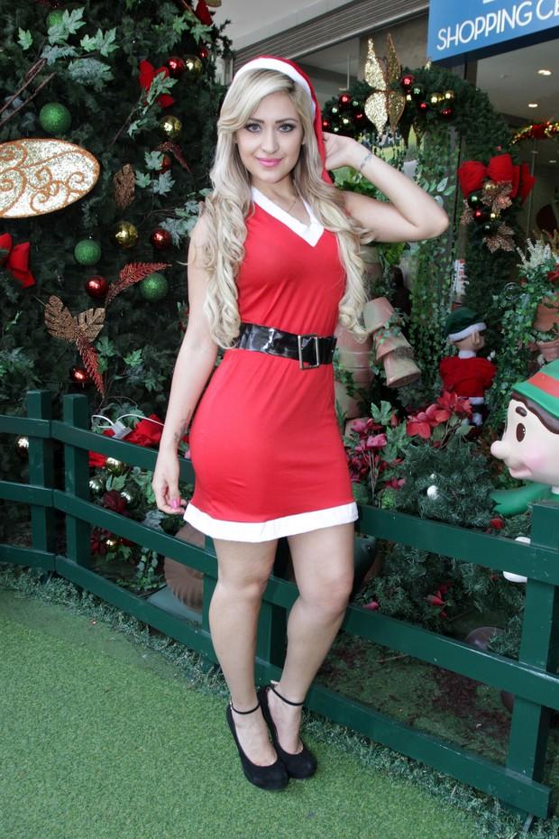 Coelhinha da Playboy vestida de Mamãe Noel (Foto: Paduardo / AgNews)