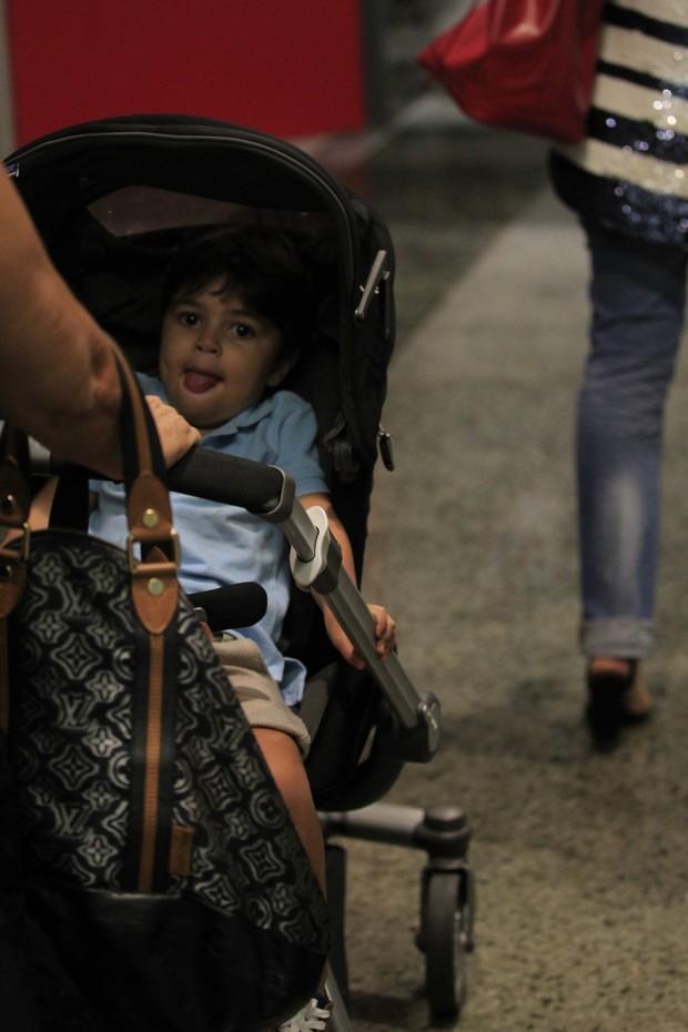Pedro, o mais velho, foi no carrinho (Foto: Delson Silva/Agnews)