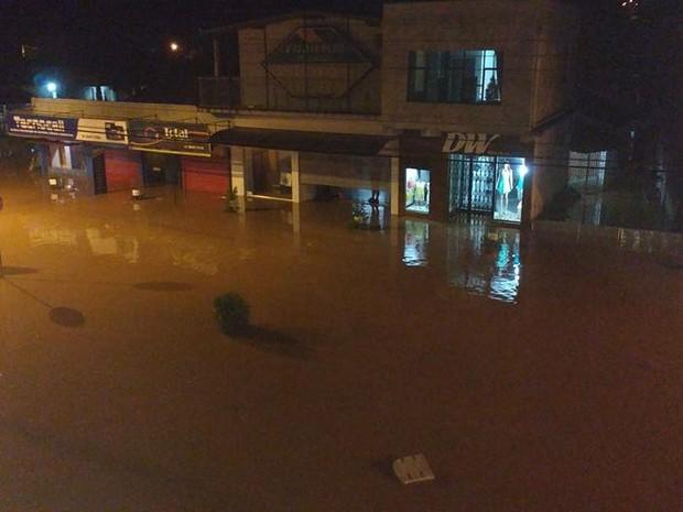 Cidade ficou praticamente submersa (Foto: Tiago Rocha/CBV de Rolante)