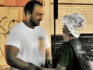 Andersson Felipe visita os moradores de rua em João Pessoa (Foto: Andersson Felipe/Arquivo pessoal)