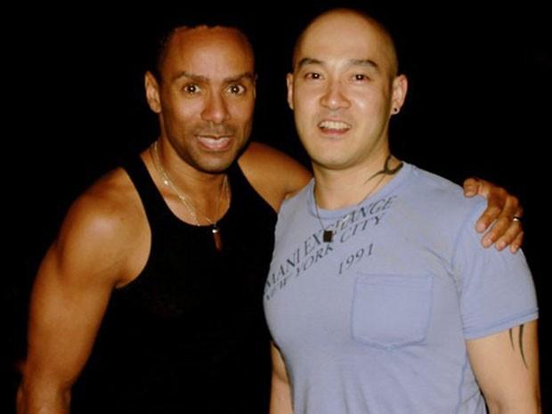 Oastor Ouyang Wen Feng, à direita, ao lado de seu noivo, o americano Phineas Newborn III, em foto de arquivo (Foto: Reuters)