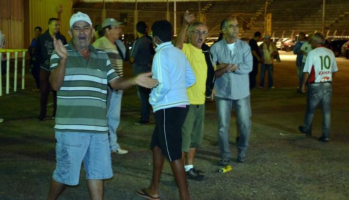 Torcida do Boa Esporte (Foto: Régis Melo)
