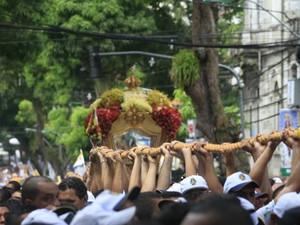 """""""ir na corda"""" representa um ato de fé e devoção à Nossa Senhora de Nazaré. (Foto: Igor Mota / Amazônia Jornal)"""