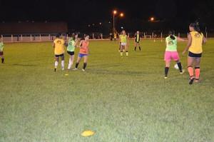 Time do Espigão treina para a Copa do Brasil (Foto: Magda Oliveira)