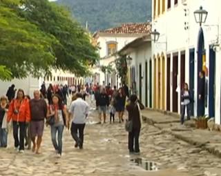 Moradores do Centro Histórico de  Paraty abrem as portas para o Rio Sul Revista (Foto: Reprodução Rio Sul Revista)