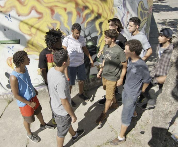 Os meninos do Dom Fernão e do Leal Brazil ficam frente a frente (Foto: Tv Globo)