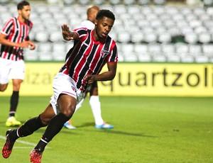 Michel bastos comemora gol do São Paulo contra o Coritiba (Foto: Joka Madruga / Futura Press)