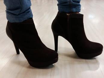 Salto de 12 cm usado pelo professor para dar aula de high heel (Foto: Isabella Calzolari/G1)
