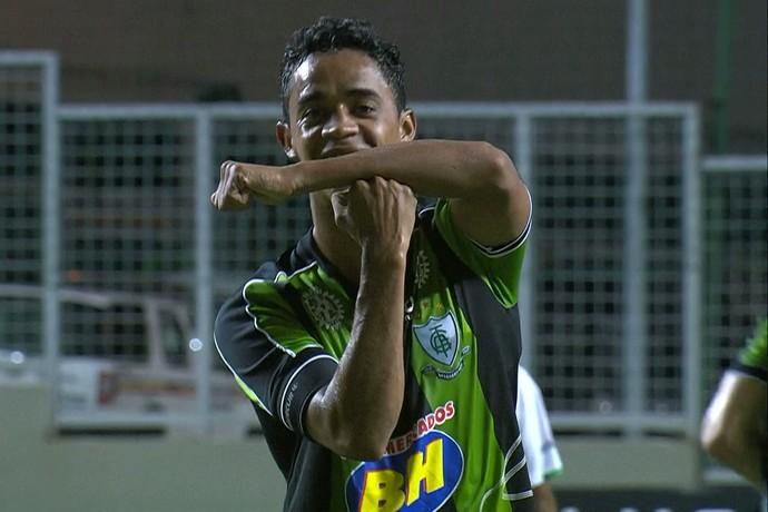Felipe Amorim comemora o gol marcado diante o Mamoré (Foto: Reprodução/Premiere)