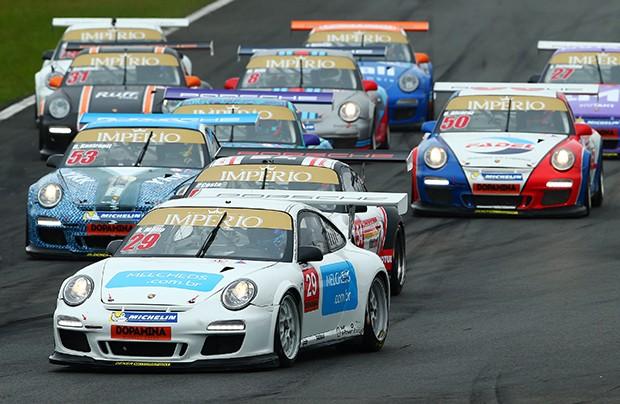 A disputa nas primeiras voltas da categoria Challenge (Foto: Divulgação/Luca Bassani)