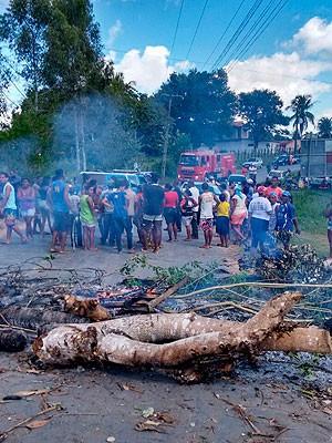 Protesto em Amélia Rodrigues (Foto: Israel Silva/Amélia Notícias)
