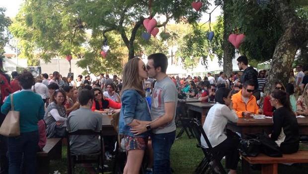 Anna Luiza Miranda e o namorado Fernando Cotlinski, de Curitiba, adoraram a decoração de Dia dos Namorados:  (Foto: Divulgação/RPC)