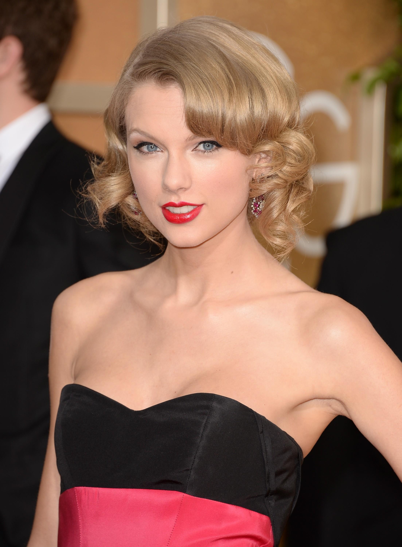 """A cantora Taylor Swift foi deixada por Joe Jonas em uma ligação de telefone. """"Quando encontrar uma pessoa certa para mim, ele será maravilhoso. Nem lembrarei o garoto que terminou comigo em uma conversa por telefone de 27 segundos quanto tinha 18 anos"""", falou Taylor à Ellen DeGeneres. (Foto: Getty Images)"""