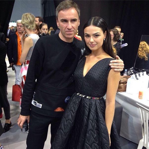 Isis Valverde chega para o desfile da Dior, em Paris (Foto: Instagram / Reprodução)