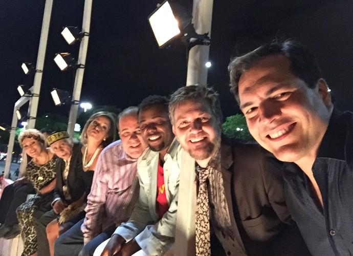 Elenco de 'Tapas' se reúne para fazer foto (Foto: Arquivo Pessoal)